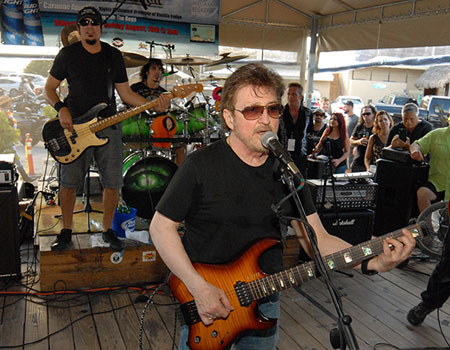 Buck Dharma performing at Gilbert's Resort, Key Largo